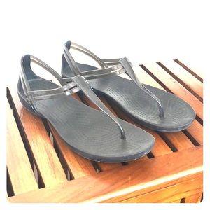 🐊 Crocs Isabella t-strap sandal